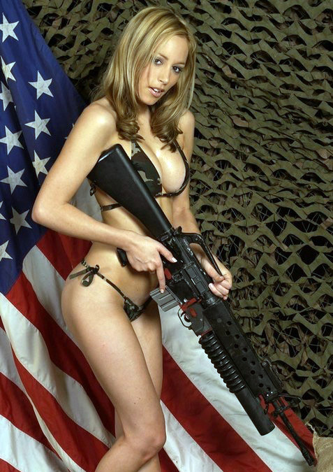 chicks_with_guns_051.jpg